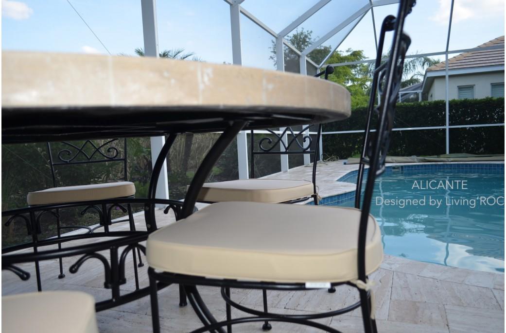 Table de jardin mosaique de marbre des for Salon de jardin mosaique