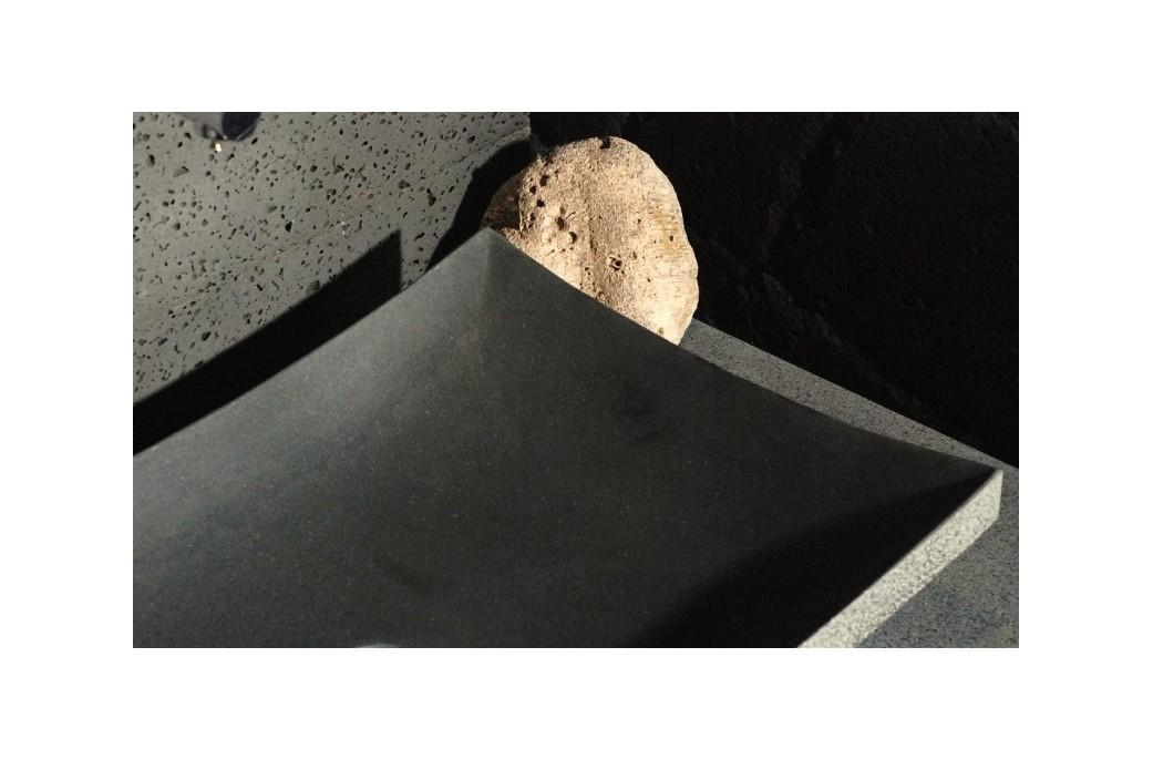 Vasque salle de bain en pierre 60x40 basalte noire lotus for Vasque salle de bain en pierre