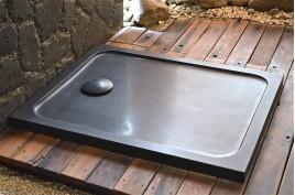 Receveur de douche pierre 100x80 taillé dans le granit noir MERCURION SHADOW