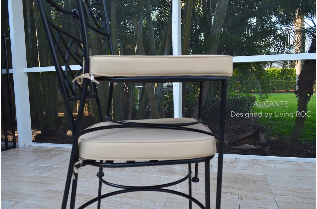 table de jardin en mosaique marbre travertin alicante 4 chaises en fer forg. Black Bedroom Furniture Sets. Home Design Ideas